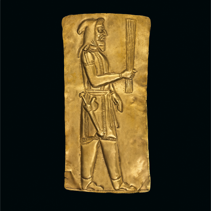 A priest holding a barsom. Gold votive plaque, from the Oxus treasure, 5th–4th century BC. (Photo © The Trustees of the British Museum, London)