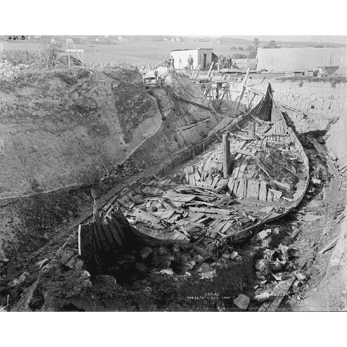 Excavation of the Oseberg ship, Norway. Photograph, 1904. (© 2017 Kulturhistorisk Museum CC BY-SA 4.0)